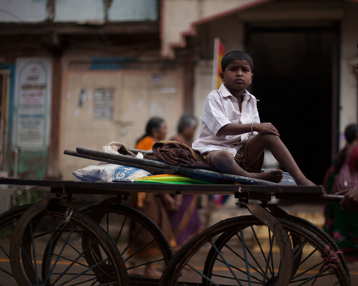 INDIA: TO HAVE OR TO BE  by Carlos Escolastico